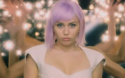 BLACK MIRROR | Quinta temporada traz Miley Cyrus para as telas! Veja o trailer!