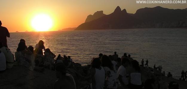 POR DO SOL NO ARPOADOR RIO DE JANEIRO