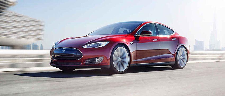 Tesla | Vídeo argumenta a favor dos pilotos automáticos!