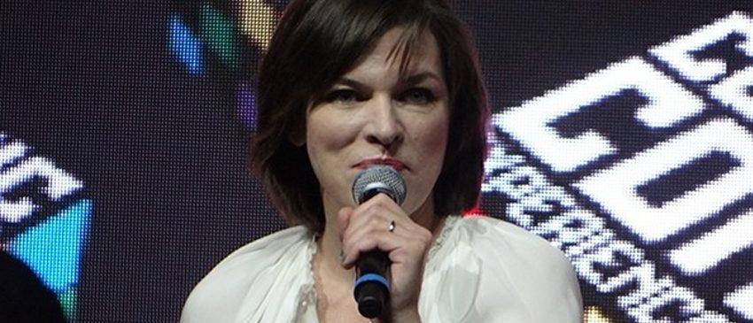 Milla Jovovich esbanja carisma na CCXP 2016!