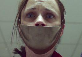 THE HANDMAID'S TALE | Série com atriz de Gilmore Girls ganha trailer tenso!