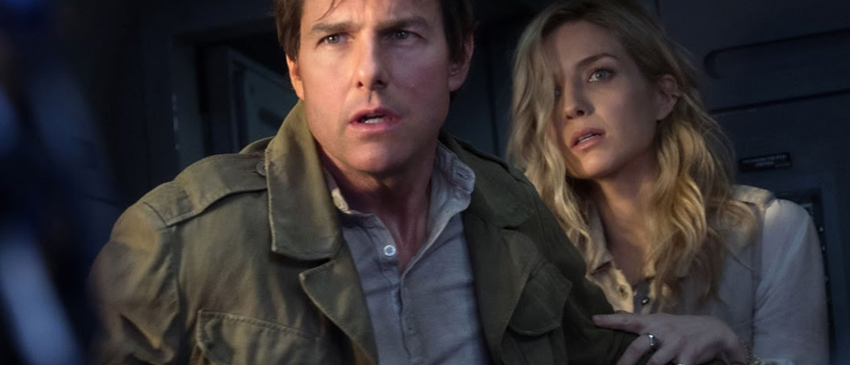 A MÚMIA | Tom Cruise é vigiado pela clássica personagem em novo cartaz do filme!
