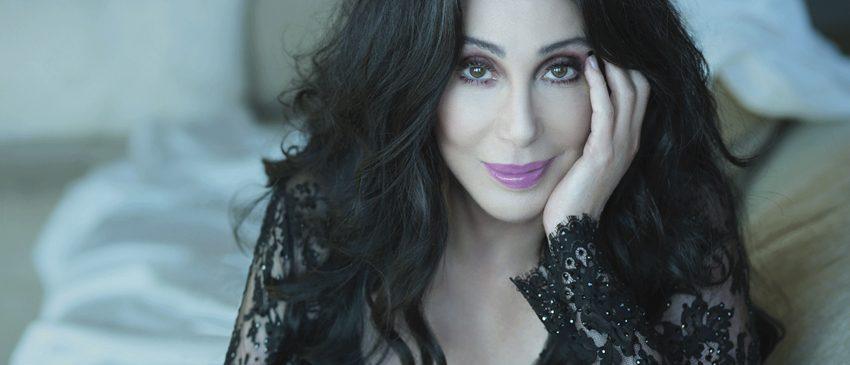 BILLBOARD 2017 | Cher é sucesso ETERNO com BELIEVE!