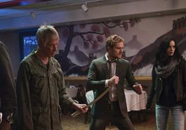 OS DEFENSORES   Confira as novas imagens oficiais da série reunindo o grupo de heróis!