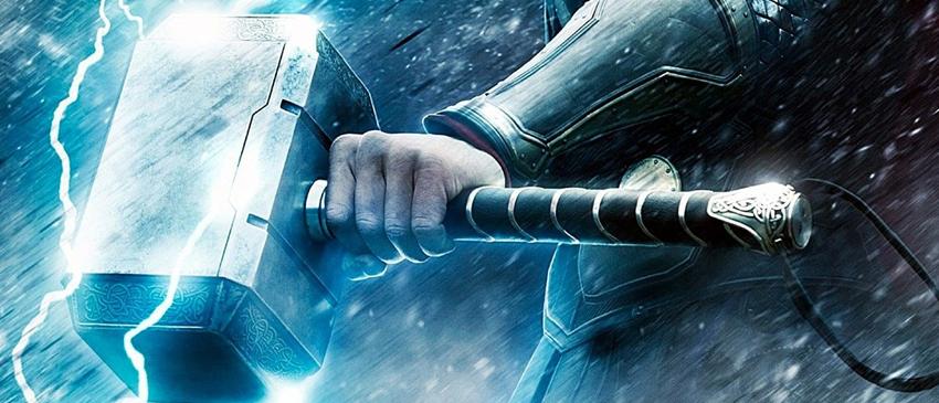 VINGADORES: GUERRA INFINITA | Mjölnir é vista em nova imagem dos bastidores do filme!