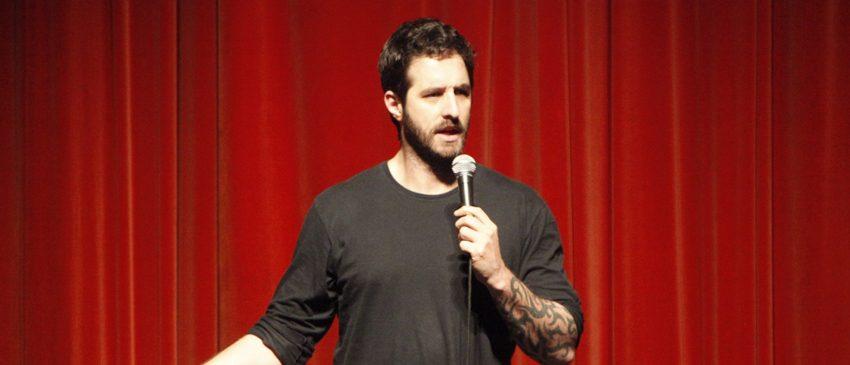 NETFLIX | Dois novos especiais de humor com comediantes brasileiros chegarão à plataforma!
