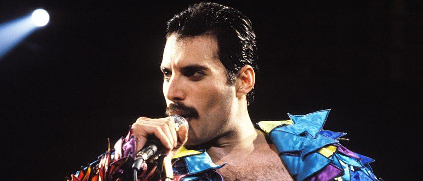 QUEEN | Confira a primeira foto do ator Rami Malek como o lendário Freddie Mercury!