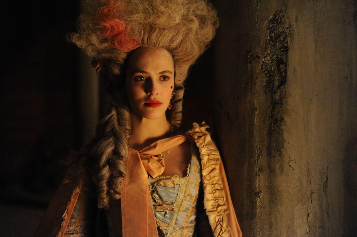 FOX PREMIUM - HARLOTS - Jessica Brown Findlay es Charlotte Wells