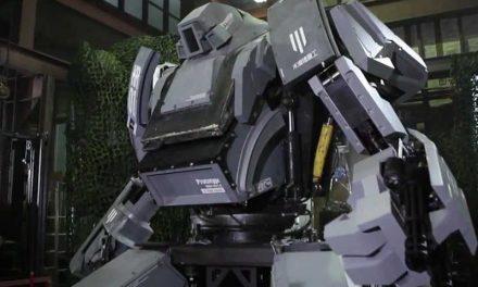 É TRETA | Pancadaria entre robôs gigantes dos EUA e do Japão já rolou!