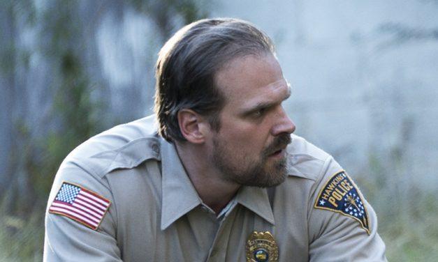 STRANGER THINGS | As caixas do porão do Xerife Hopper ainda vão aparecer mais!