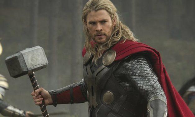 THOR: RAGNAROK | Uma singela homenagem do Thor ao Mjolnir!