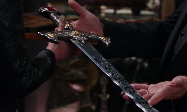 TODOS SAÚDEM A RAINHA | Menina encontra espada do Rei Arthur!