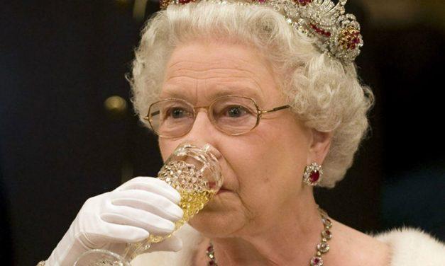 INGLATERRA | Saiba mais sobre a Família Real mais famosa do mundo! (CDC)