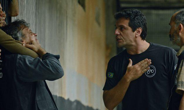 CARCEREIROS | Adriano entra em uma cela perigosa no último episódio!