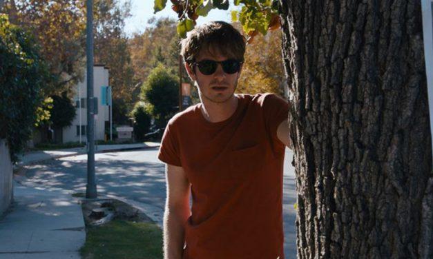 UNDER THE SILVER LAKE | Filme foi adiado, mas o trailer foi lançado!