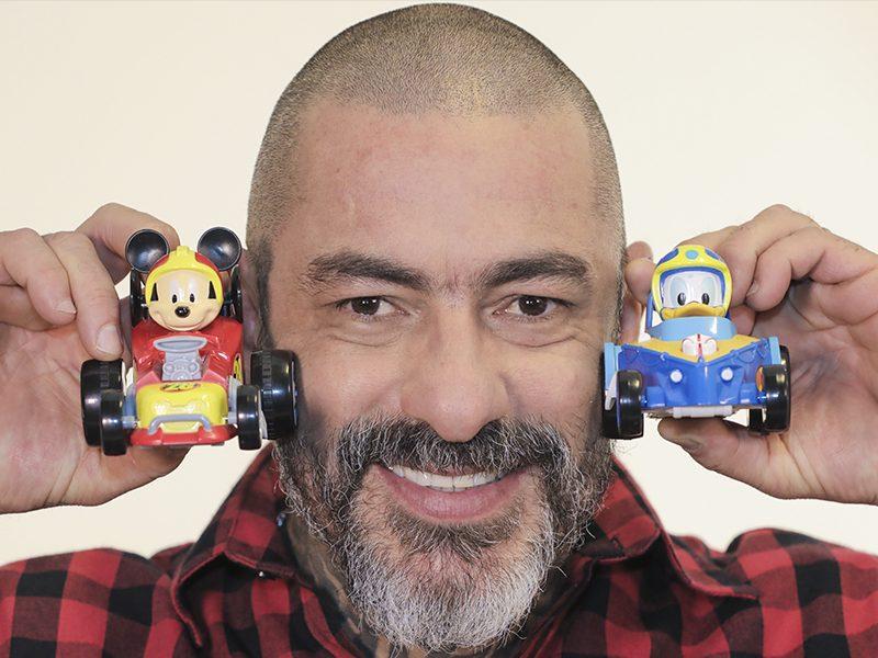DISNEY   Henrique Fogaça, de Masterchef, está no elenco de dubladores de animação do Mickey!