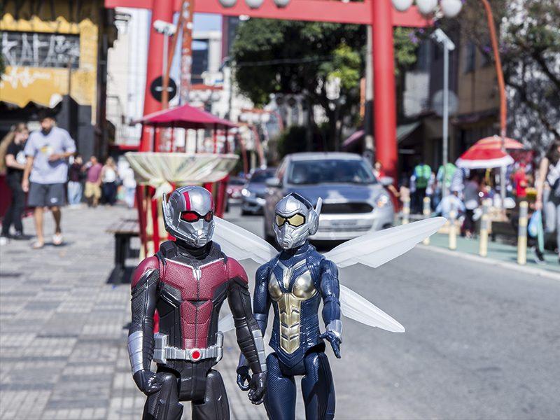 HOMEM FORMIGA E A VESPA   Heróis fazem uma passeio pela cidade de São Paulo e tiram fotos hilárias!
