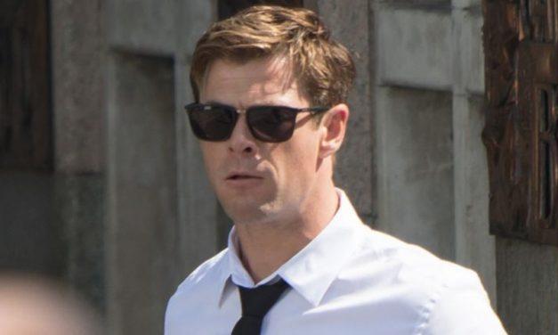 MIB | Chris Hemsworth é fotografado no set de filmagens do filme! Vem ver o visual do ator!