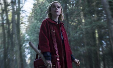 NETFLIX | Primeiras fotos de série Sabrina surgem dando medo em cenário tenso!