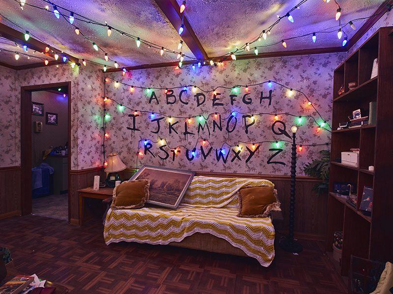STRANGER THINGS   Confira a casa assombrada baseada na série!