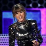MÚSICA | Taylor Swift apresenta 'I Did Something Bad' no AMAs 2018