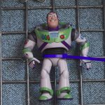 TOY STORY 4 | Buzz está preso em um parque de diversões no trailer!