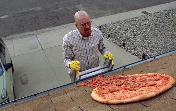 DOMINO´S PIZZA   Um ano de pizza grátis para quem encontrar caixas no telhado das lojas!