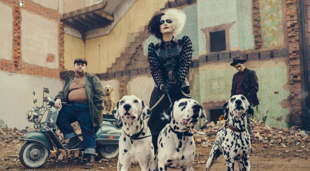 CRUELLA | Emma Stone aparece em nova imagem de bastidores!